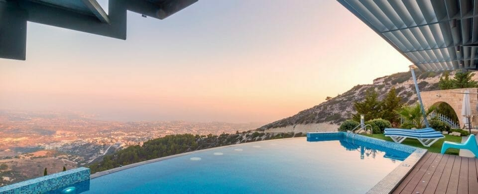 4 Features to Make Your Pool Feel More Luxurious